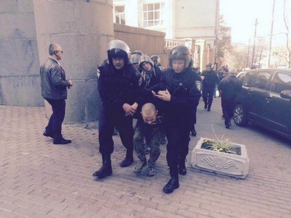 На западе Москвы произошла массовая драка со стрельбой