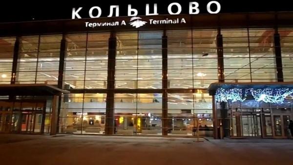 Пьяный мотоциклист катался в здании аэропорта Екатеринбурга, въехав через стекло