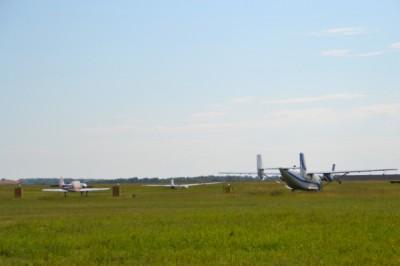 Самолет уперся носом в посадочную полосу аэродрома в Бердске