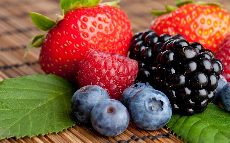ТОП-6 самых полезных ягод лета новые фото