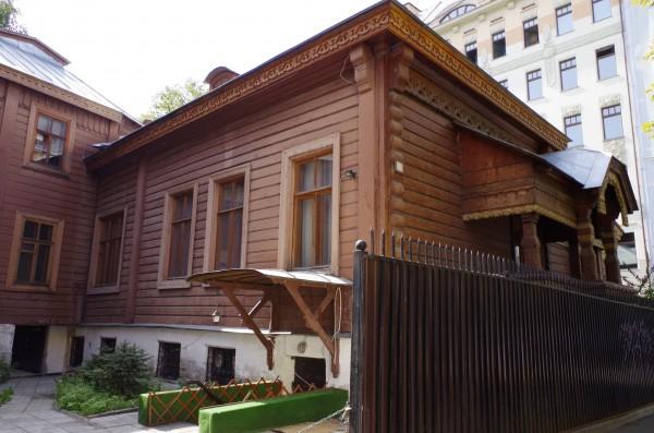 Группа бомжей обокрала особняк Александра Проховщикова в центре Москвы
