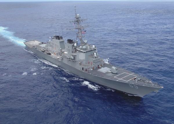 В Пентагоне возмущены слишком близким полетом самолета России над эсминцем ВМФ США