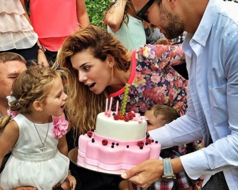 Анна Седокова отпраздновала день рождения дочери совместно с бывшим мужем