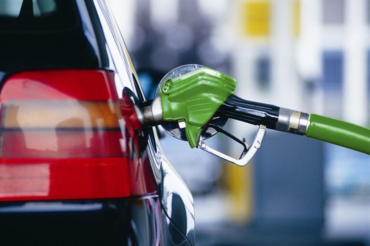 Росстат На заправках цены не бензин за июнь выросли на 0,9