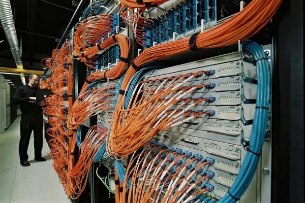 Администрирование компьютерных сетей - задача для опытных профессионалов.