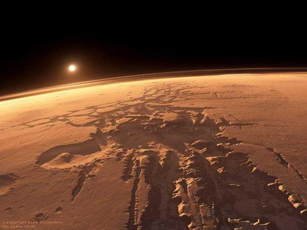 Над Марсом обнаружили неопознанный летающий шар- NASA