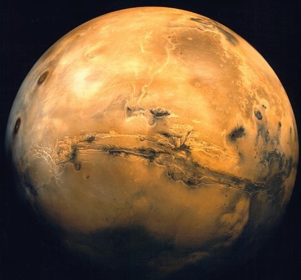 NASA показали снимки ледяных ущелий Марса