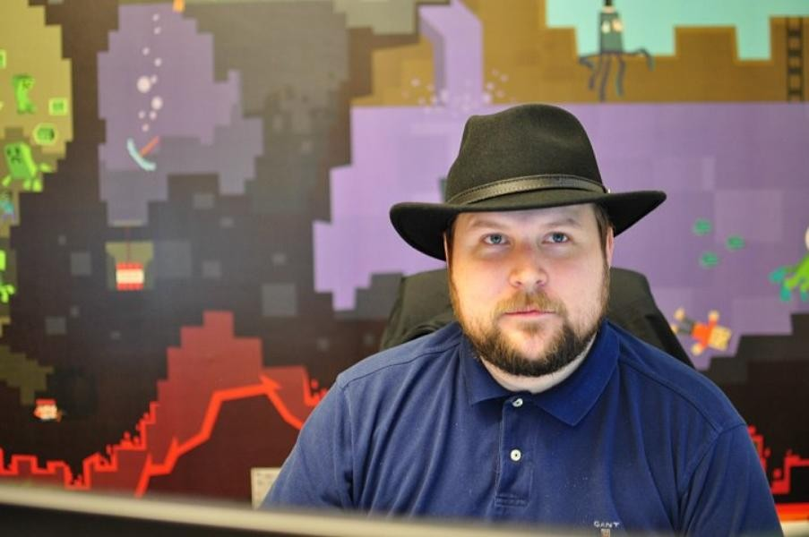 Создатель Minecraft жалуется на миллиардное состояние