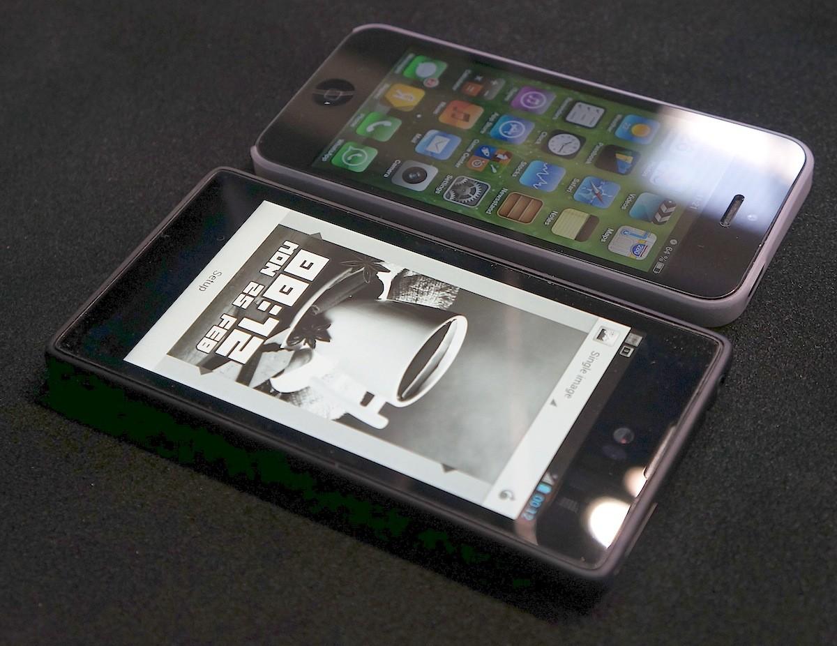Yota Devices сбавляет цену на смартфоны Yota Phone 2 до 29 990 рублей