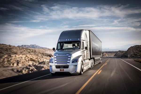 Daimler запускает тестирование беспилотных грузовиков на трассах Германии