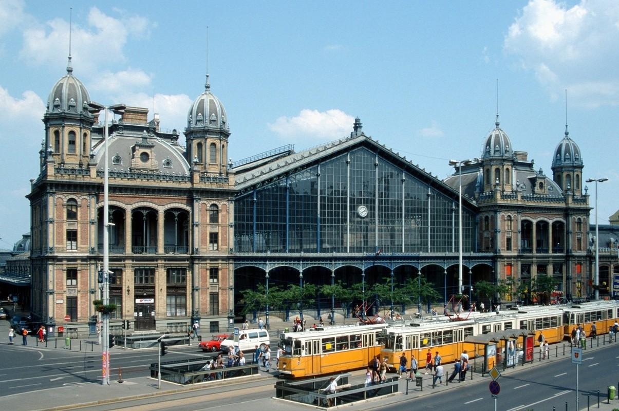 ВБудапеште закрыли вокзал из-за наплыва беженцев
