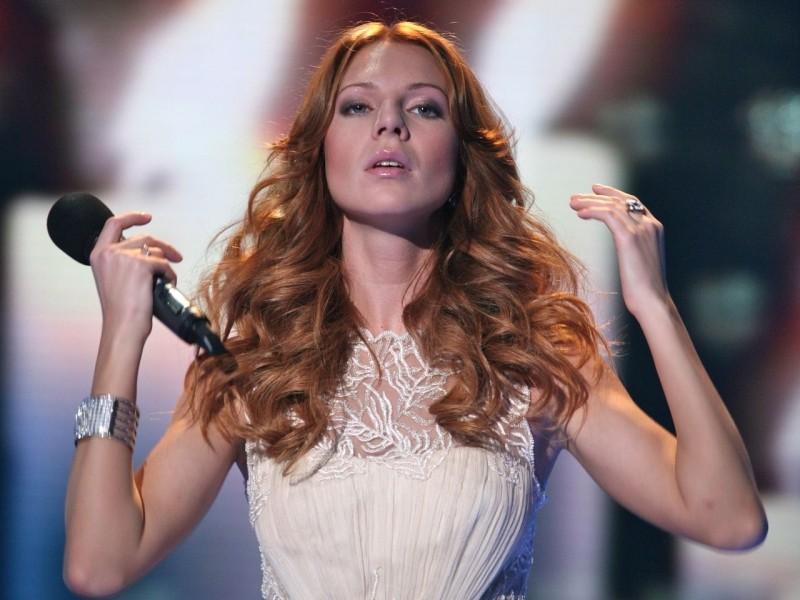 Поп-певица Наталья Подольская впервые после рождения сына вышла на сцену