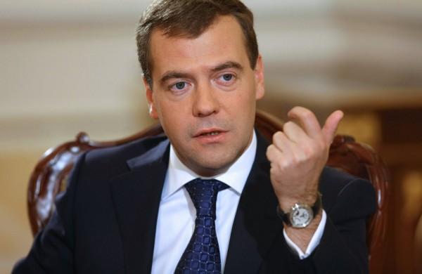 Кабмин разрешил иностранцам защищать диссертации в России на  Медведев С 1 сентября 2016 года МГУ и Спбгу смогут присуждать ученые степени