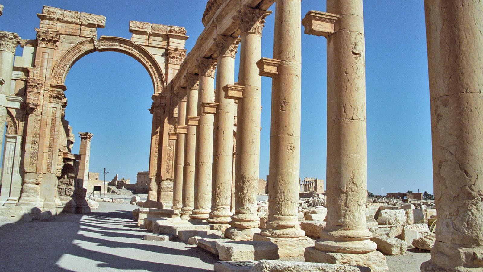 Исламские боевики  взорвали античную Триумфальную арку вПальмире