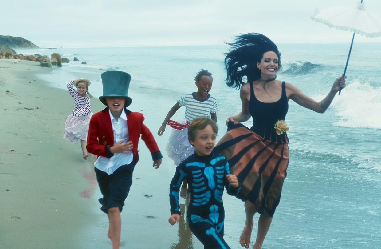 Анджелина Джоли сообщила о проблемах в семье и с Брэдом Питтом