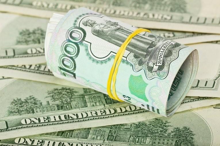 Московская биржа Рубль снижается к доллару и евро