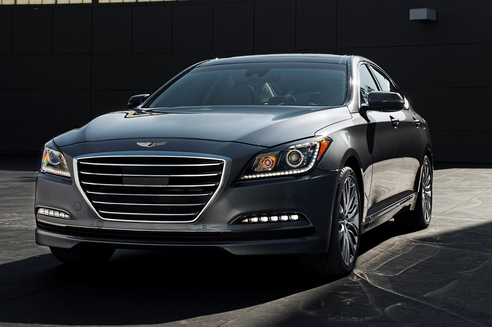 Hyundai презентовал обновленную модель Genesis 2016