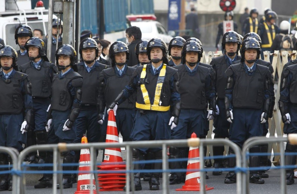 В Японии у посольства Турции произошла стычка между турками и курдами
