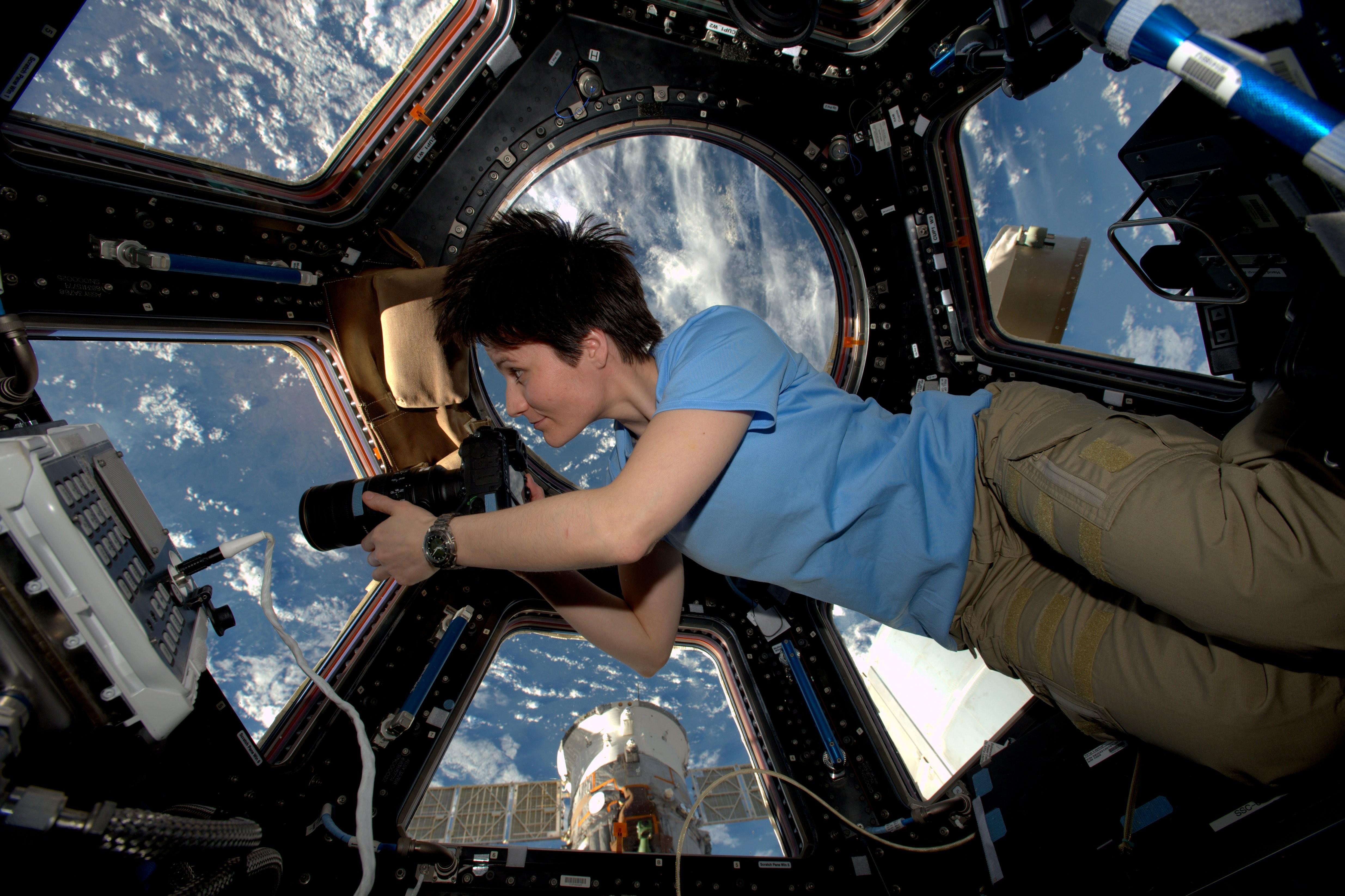 Что космонавт делает в космосе