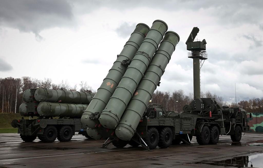 Crimeia: Sistema de defesa aérea S-400 Triumph é destacado para proteger a península