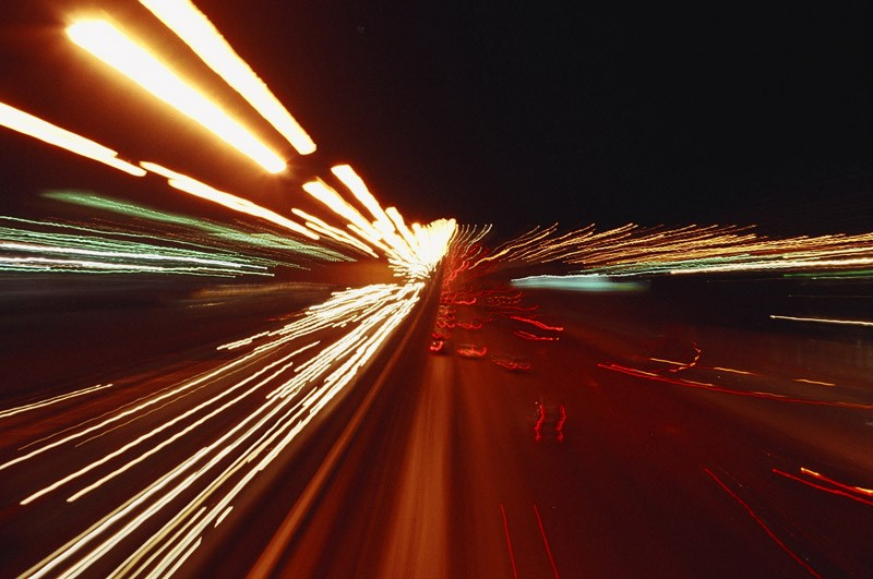 Ученые Скорость света меняется в вакууме из-за влияния темной материи