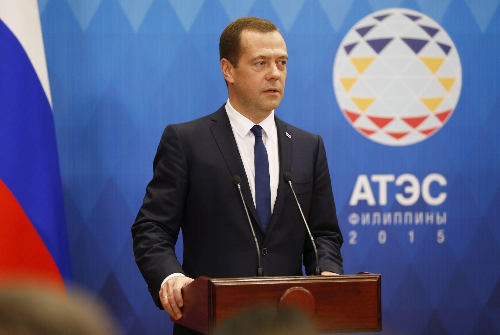 Дмитрий Медведев приехал с визитом в Камбоджу