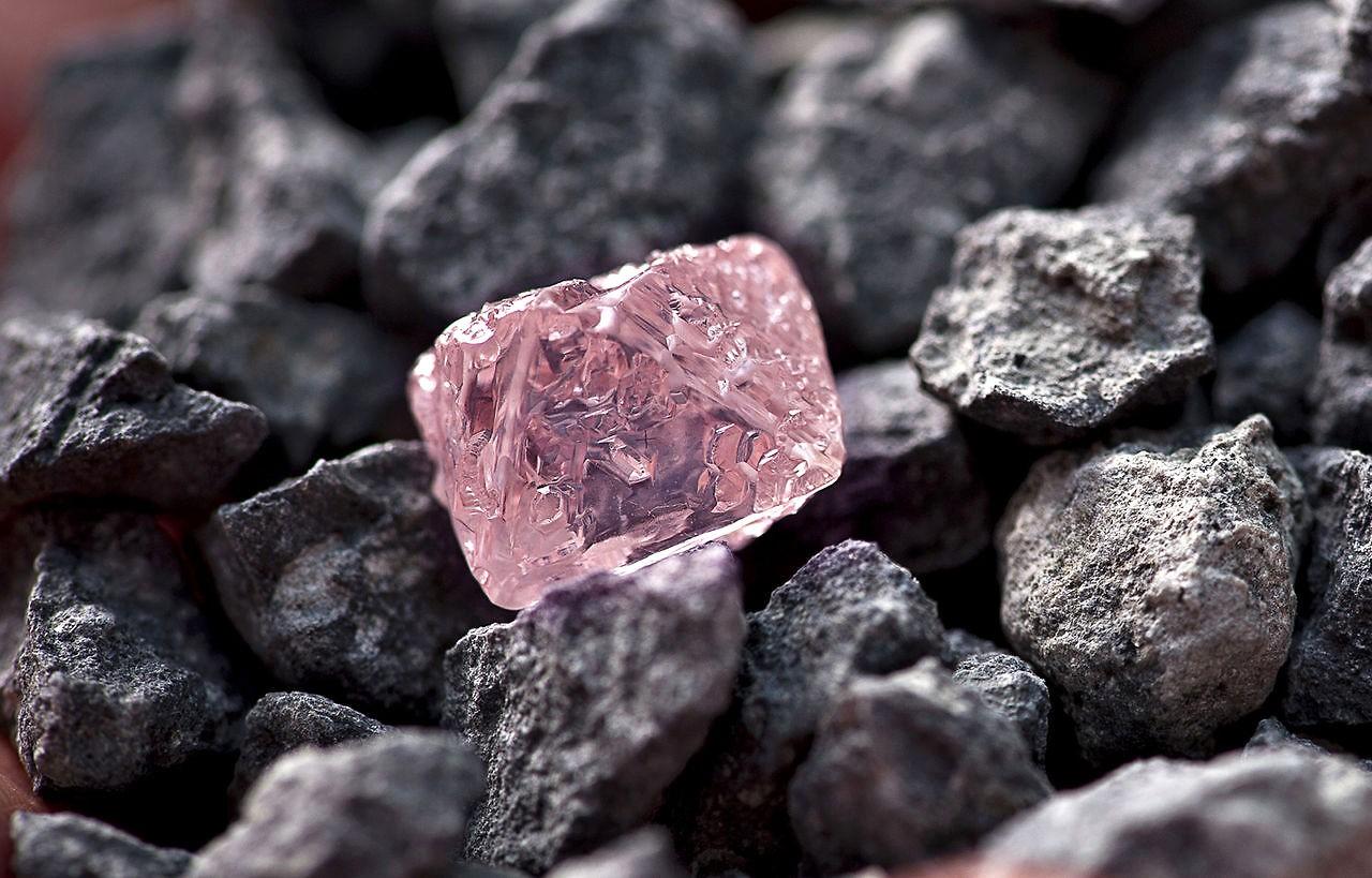 Сошедший на дорогу в Якутии оползень может содержать алмазы
