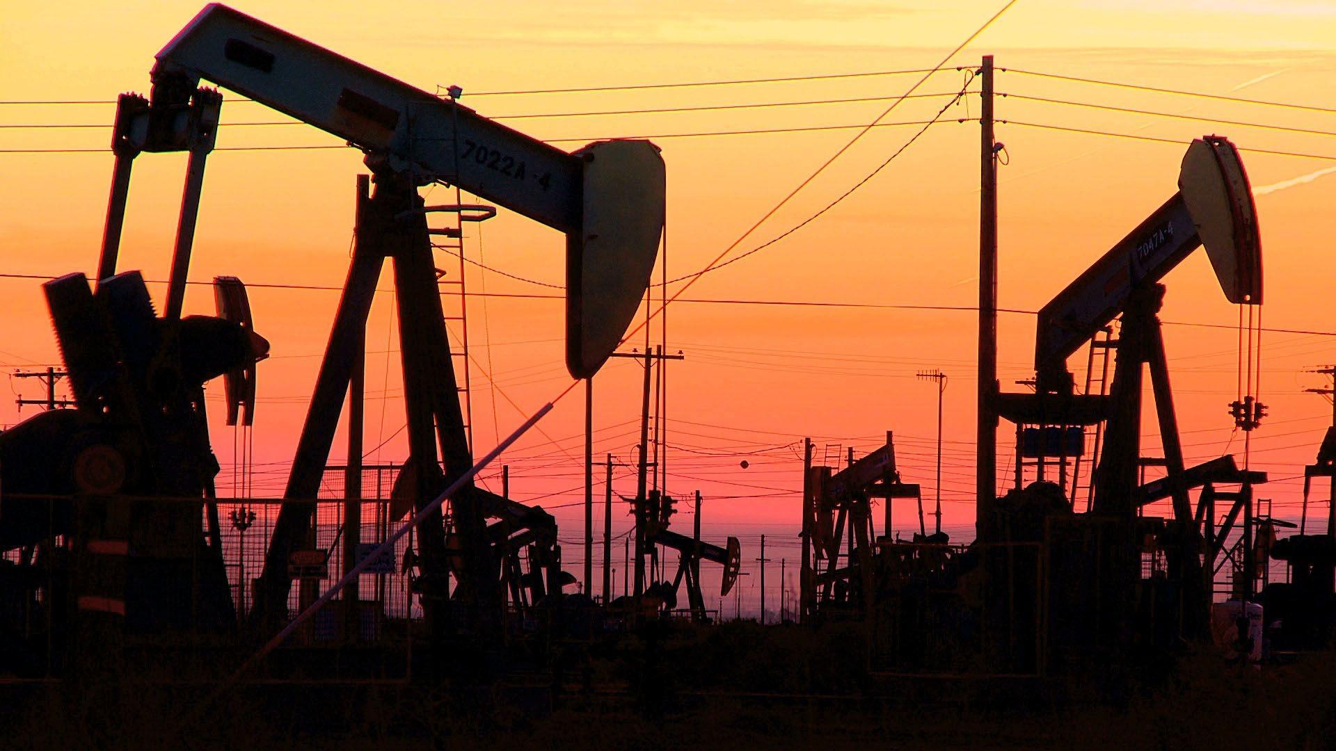Цена на нефть снизилась в ожидании заседания ОПЕК