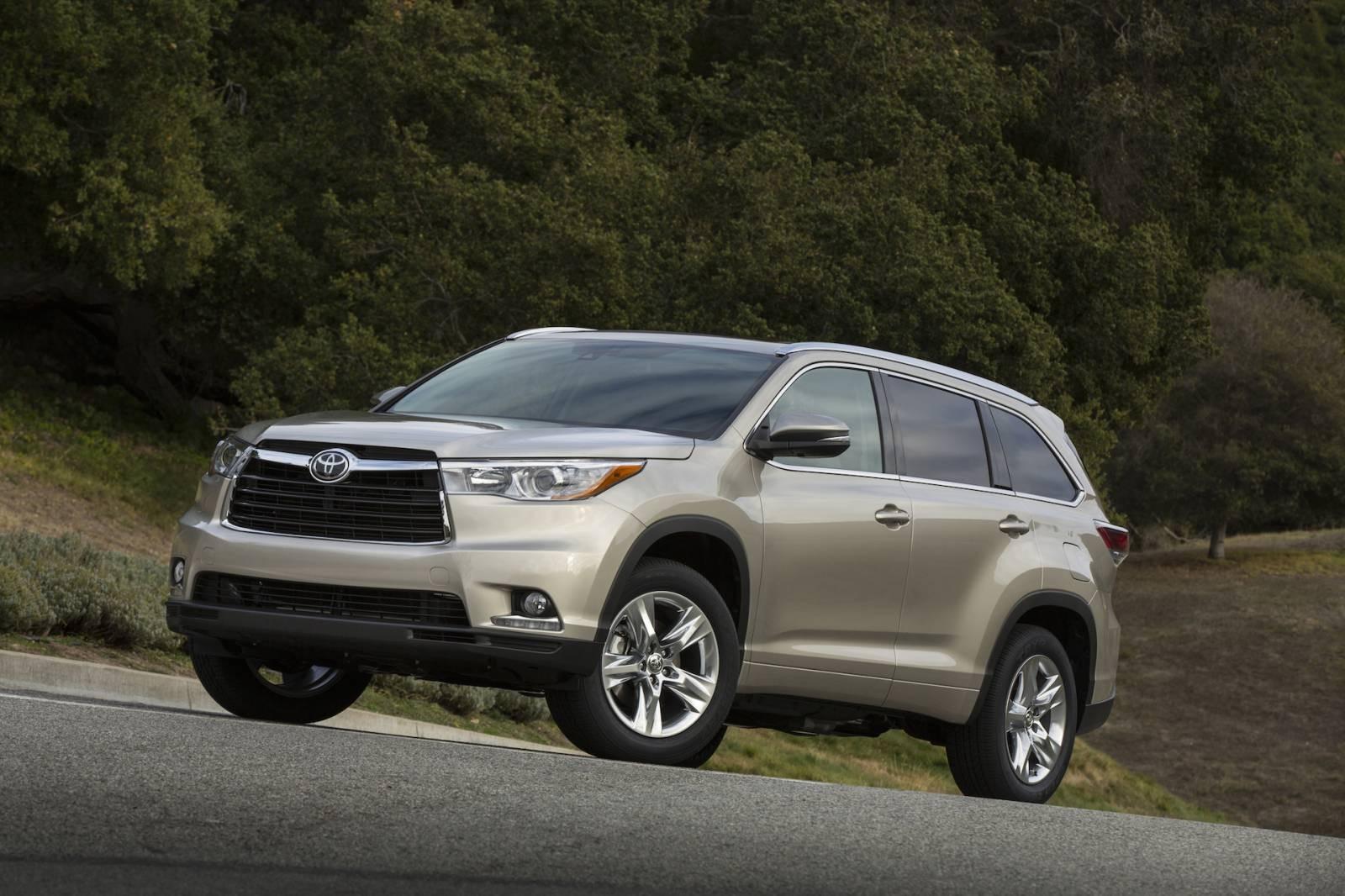 Toyota заняла первое место по объему продаж подержанных SUV в России