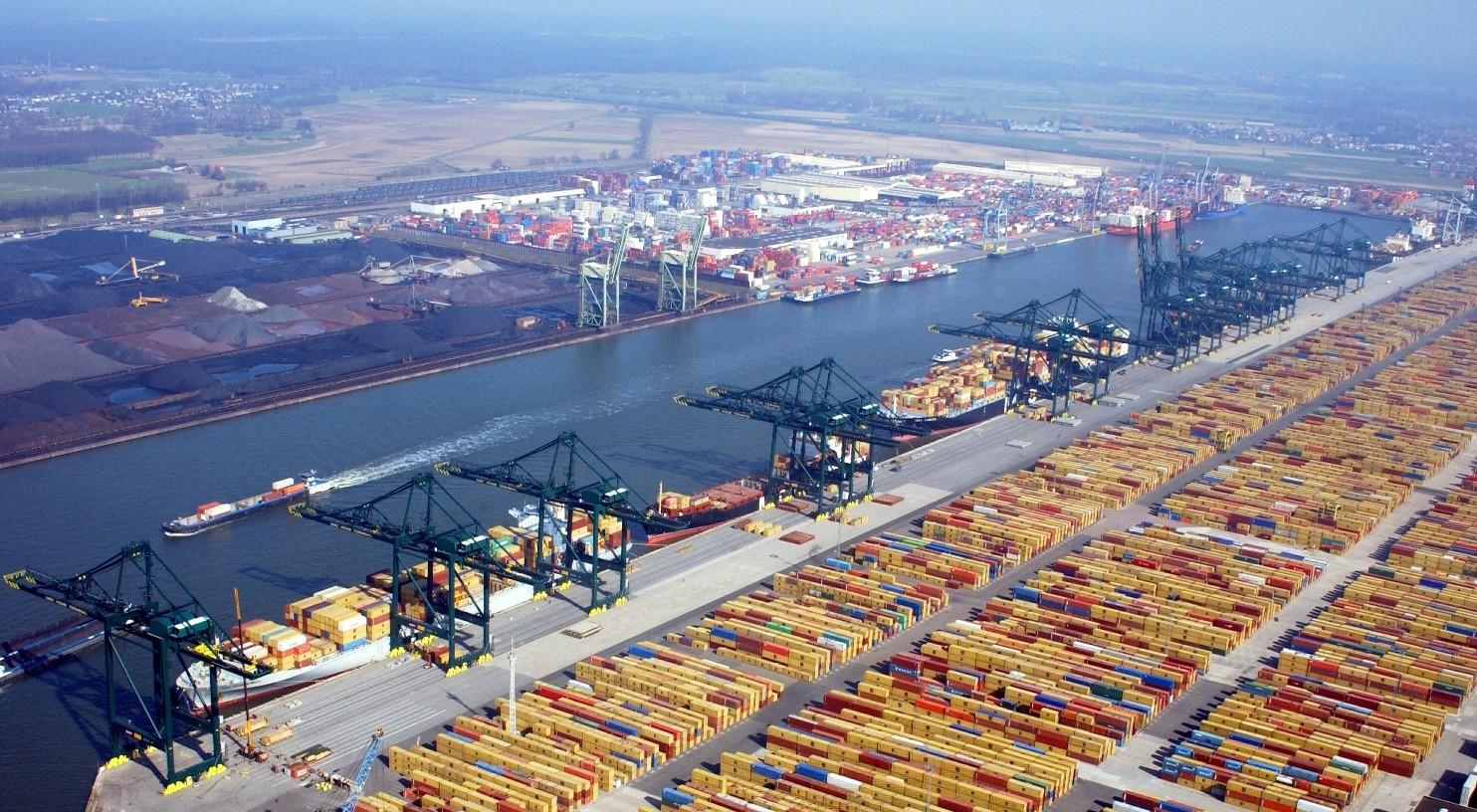 ВБельгии из-за угрозы взрыва эвакуирован порт