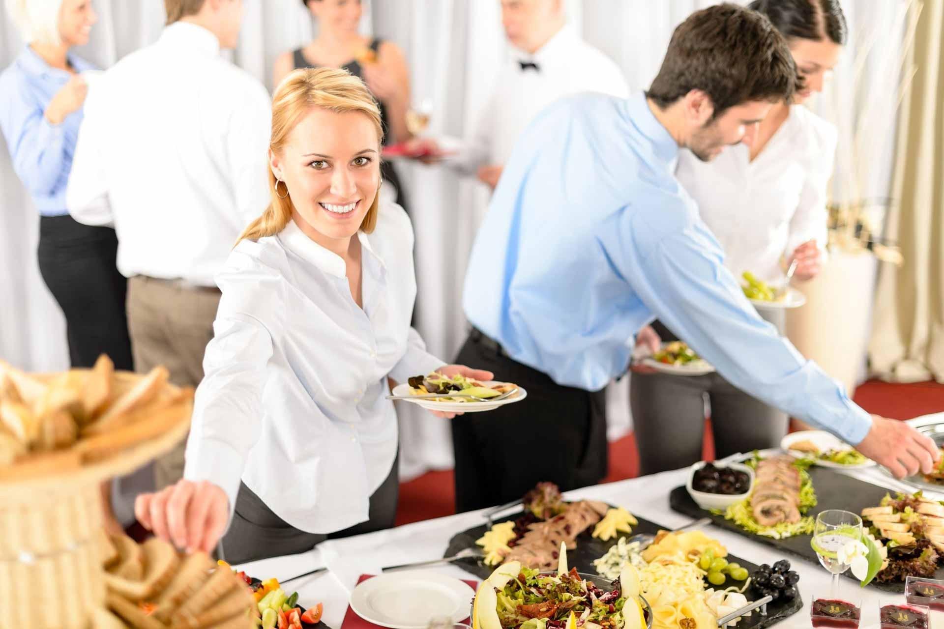 Ученые: общие обеды повышают продуктивность работы коллектива