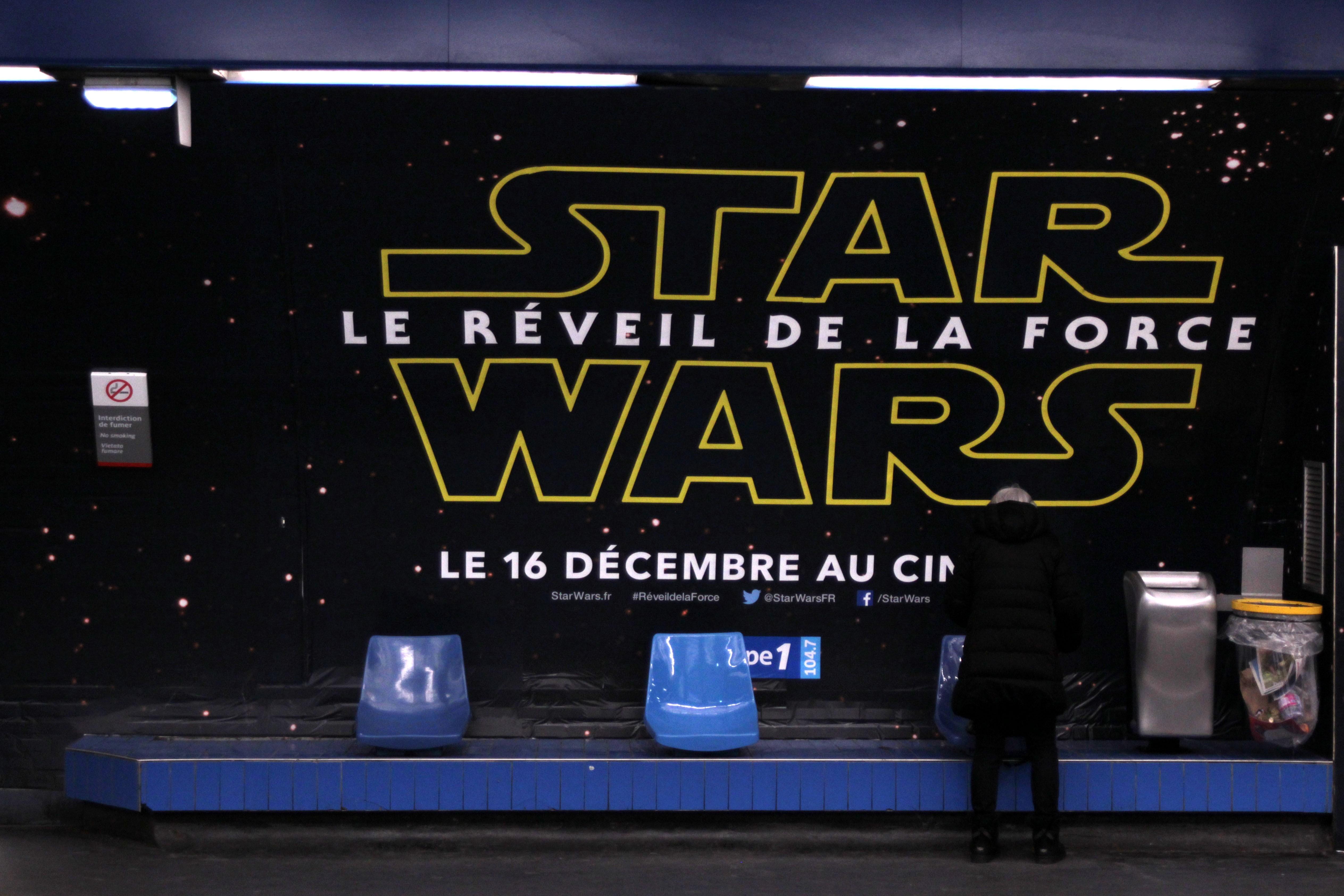 Седьмая часть Звездных войн собрала в прокате $100 млн за месяц до премьеры
