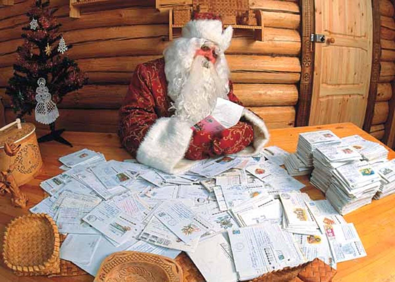 100 к 1 - Что делает дед мороз, после того как разнесёт подарки? 39