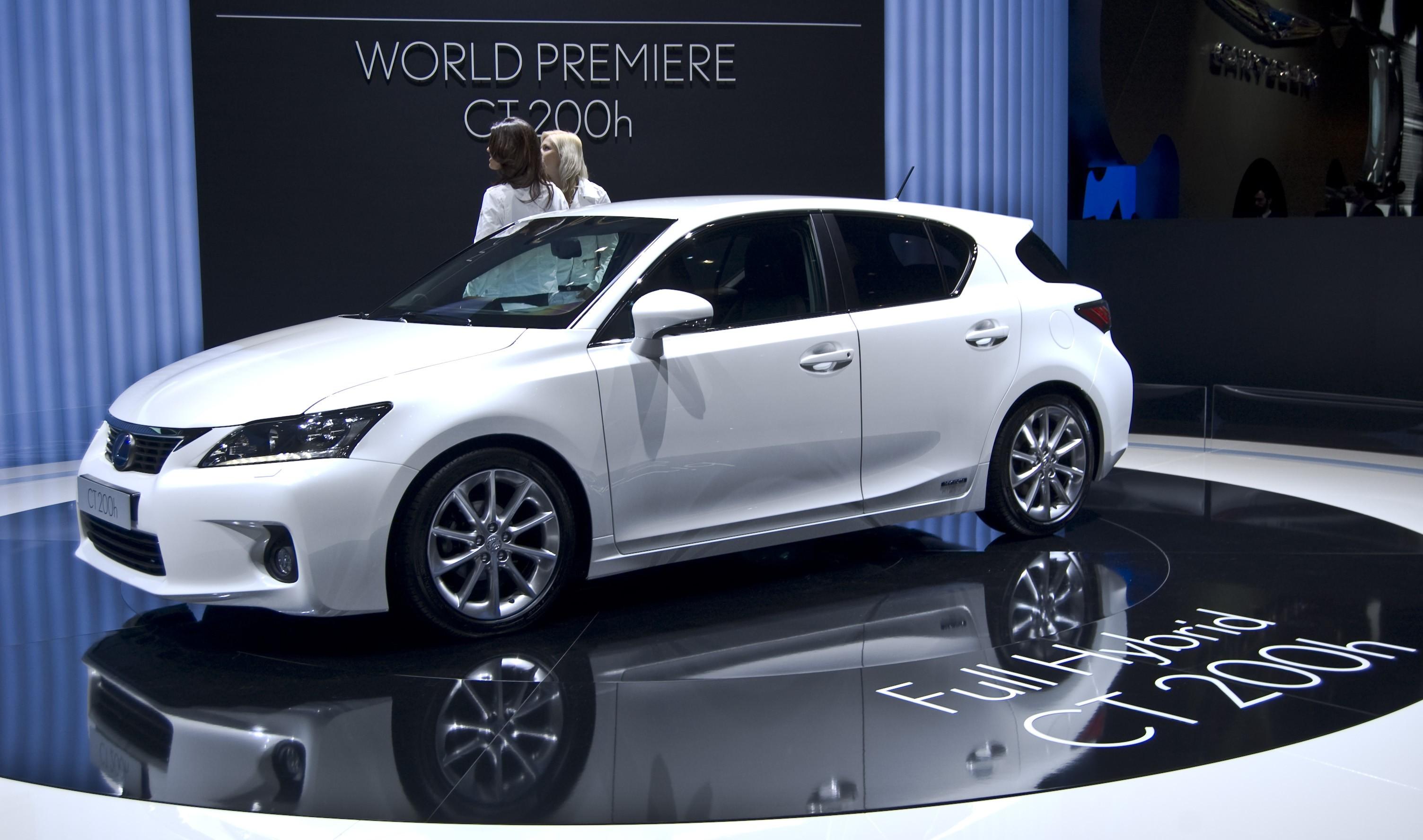 Обновленный Lexus CT 200h представят в 2017 году