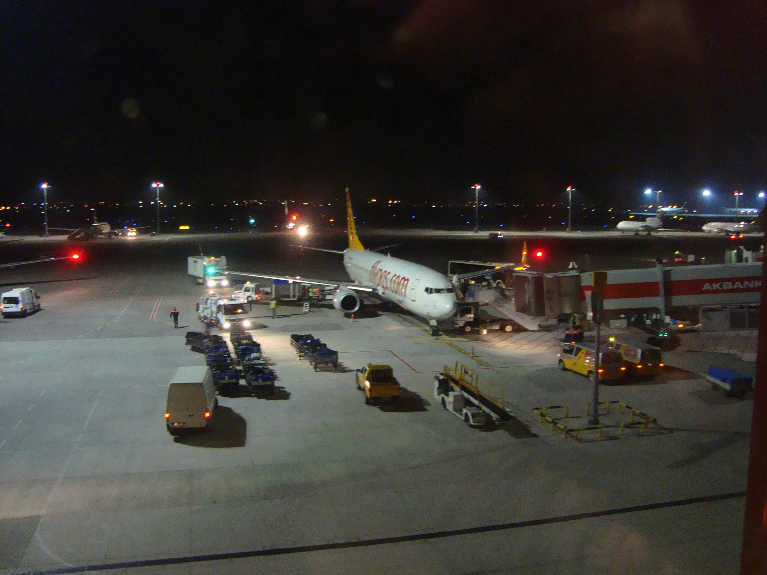 Ваэропорту Стамбула произошел взрыв