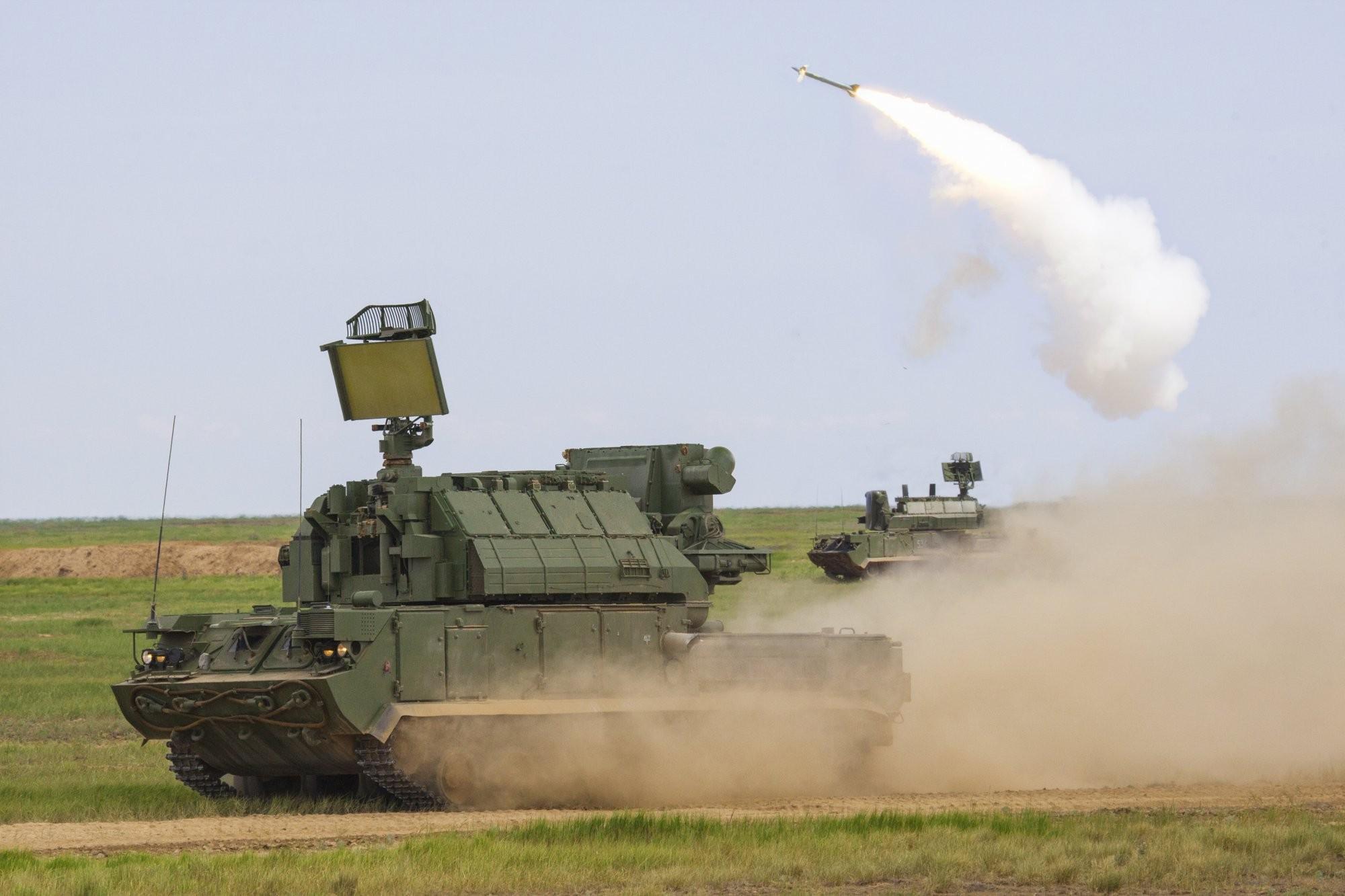 Размещено необычайное ВИДЕО стрельбы ЗРС «Тор-М2У» иЗРК «С-300В4»