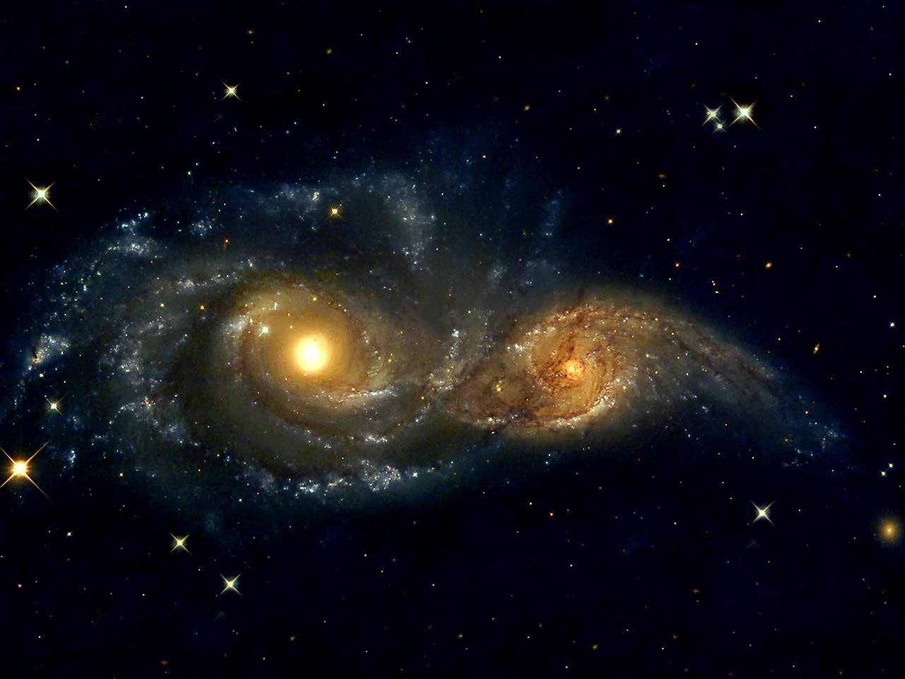 Хаббл получил изображение галактик впроцессе слияния