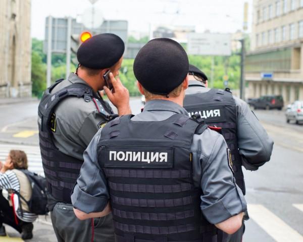 Почему сегодня в спб много полиции