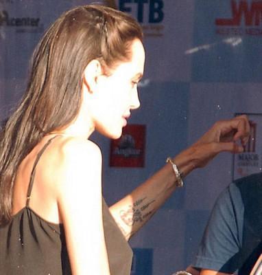 Анджелина Джоли сделала себе новую татуировку