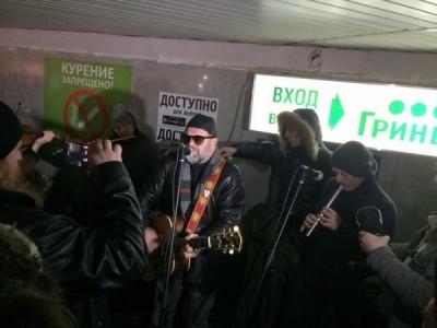 Борис Гребенщиков спел в подземном переходе Екатеринбурга