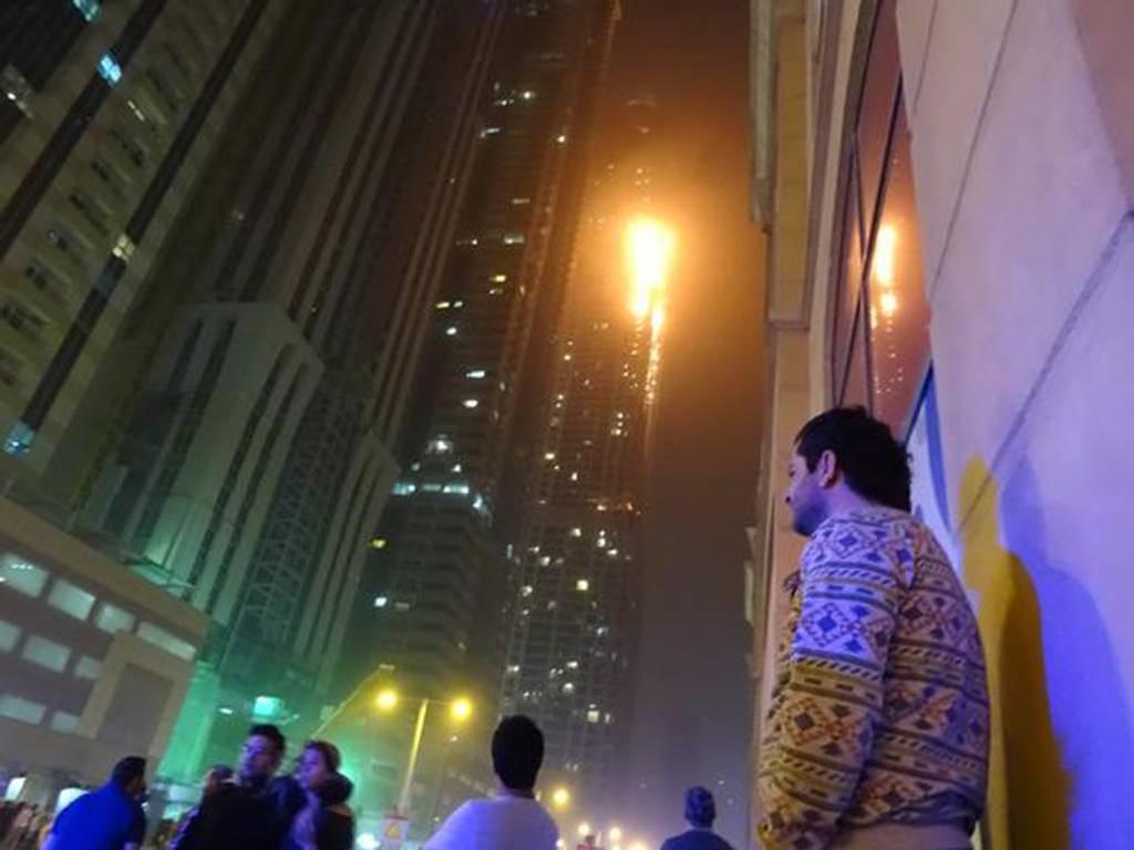 В Дубае во время пожара в небоскребе пострадали 16 человек