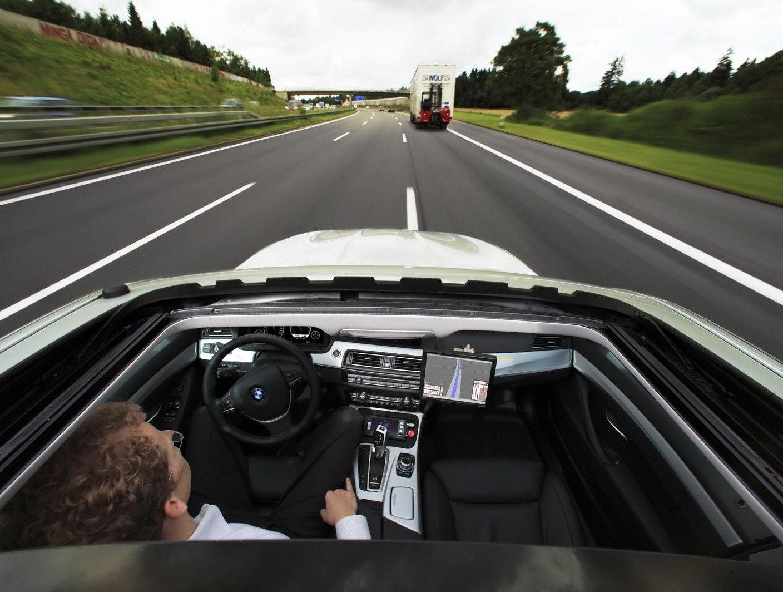 BMW покажет собственный автопилот весной 2016 года