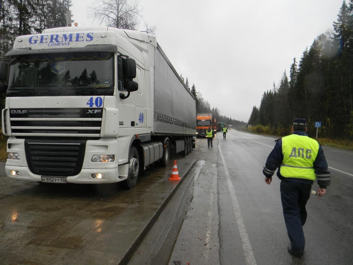 Путин поручил проработать отмену транспортного налогового сбора для большегрузов