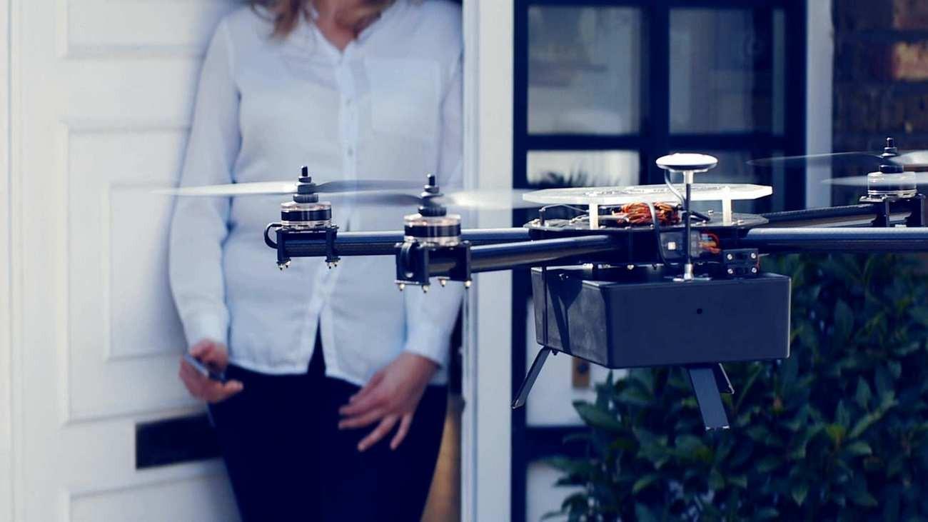 В Китае представили первый в мире пассажирский дрон
