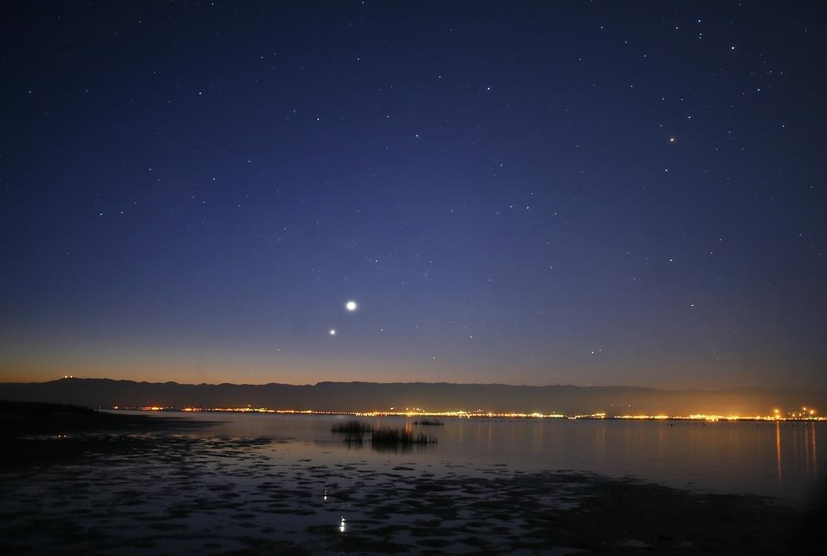 Томичи увидят интересное явление. Сатурн иВенера встретятся внебе над Томском
