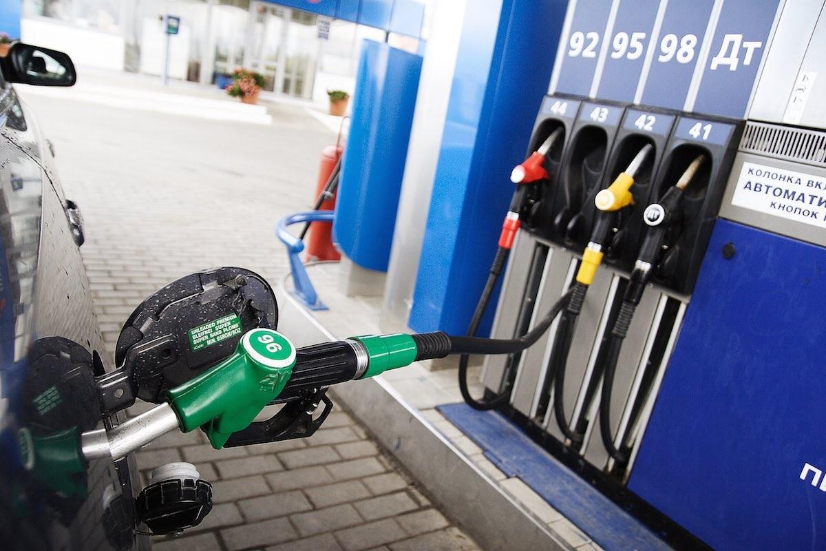 Плюс два рубля. Весной в РФ вновь подорожает бензин