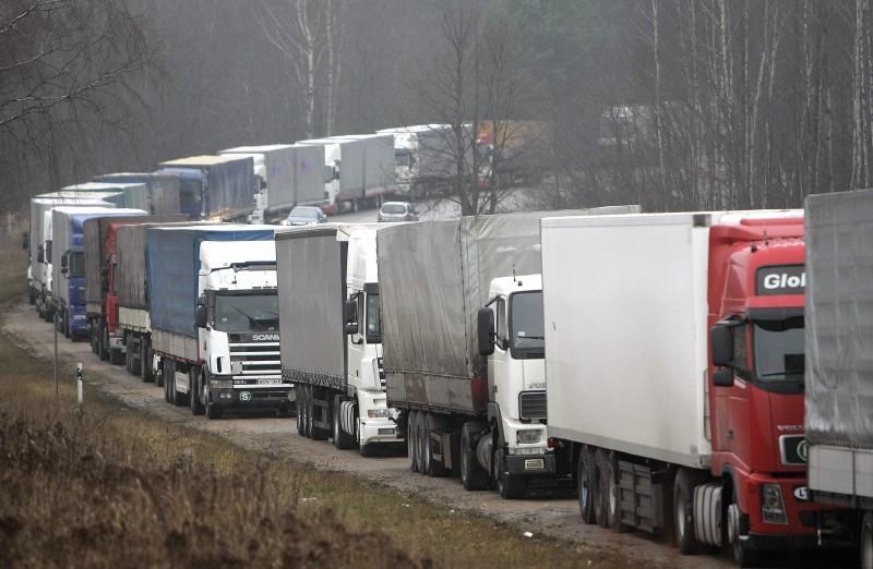 Украина отказалась пропускать транзитные грузы из России