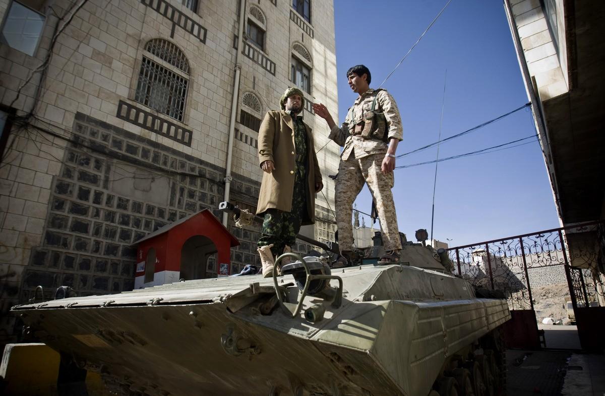 Урезиденции президента Йемена вАдене произошел взрыв, восемь человек погибли