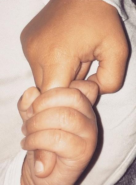 Ким Кардашьян показала первое фото новорожденного сына в Instagram