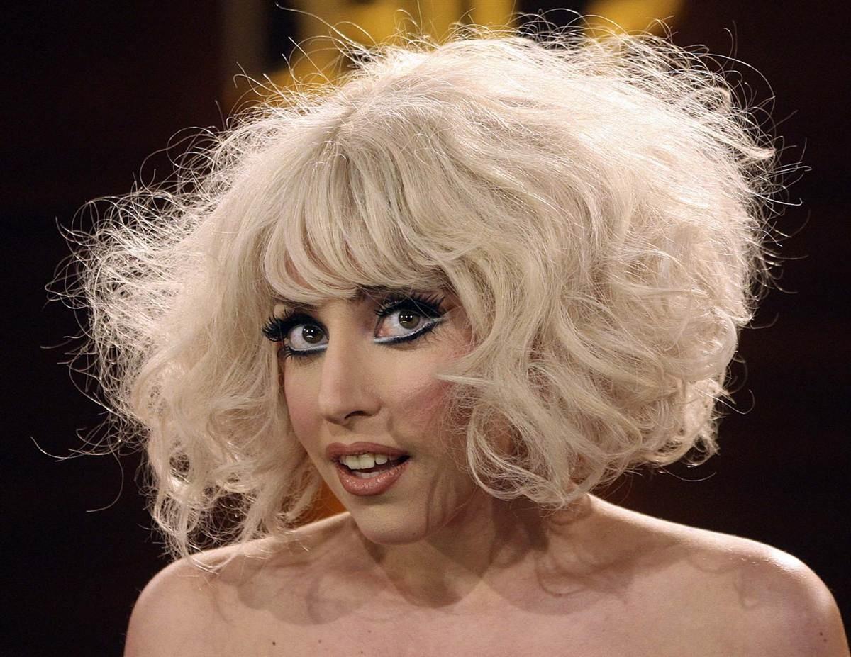 Леди Гага на церемонии вручения Грэмми исполнит песни Дэвида Боуи